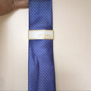 Blue Patterned tie.